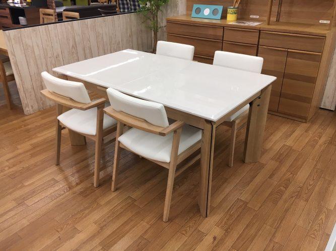 人が大勢集まるときに便利なテーブル